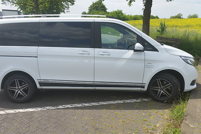 Airportshuttle with limousine or van